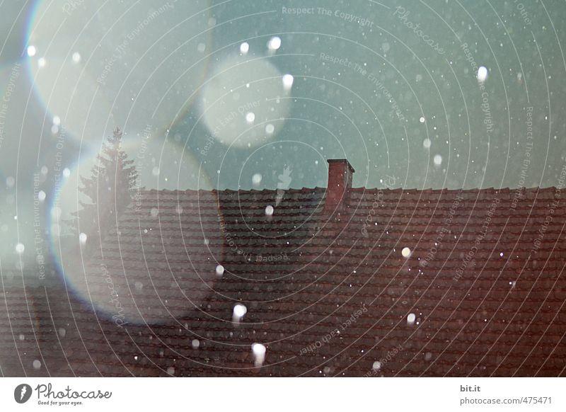 Heul doch Frau Holle ... Haus Winter Umwelt Schnee Herbst träumen Stimmung Schneefall Regen Angst Klima gefährlich Wassertropfen Dach Zukunftsangst Unwetter