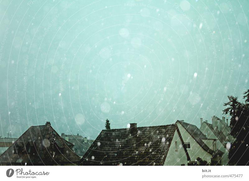 alles Nasse kommt von oben Wassertropfen Himmel Klima Wetter schlechtes Wetter Unwetter Regen Eis Frost Hagel Schnee Schneefall Dorf Haus Bauwerk Gebäude