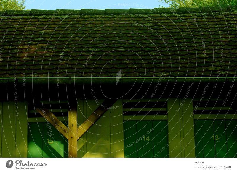 Kabinen grün Ziegeldach Backstein Dach Badeort Umkleideraum Insel Reichenau Sommer Führerhaus alt Tür
