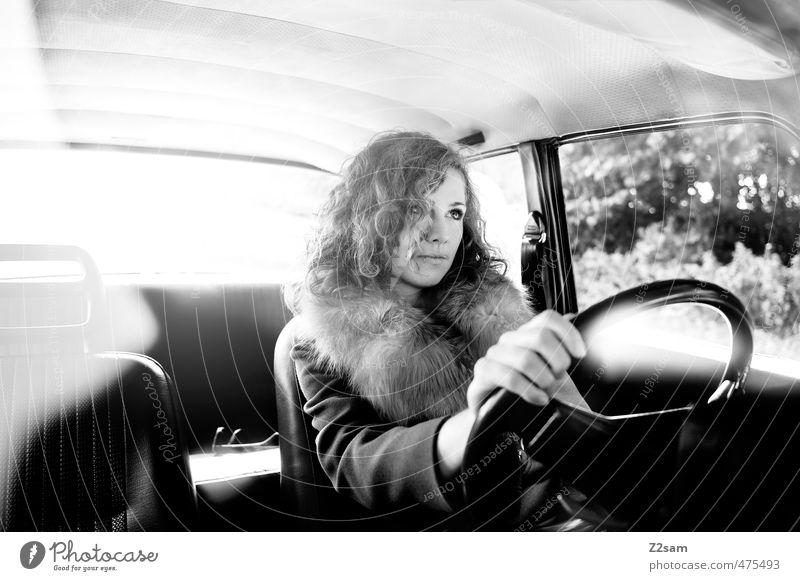 Anna on the Road Lifestyle elegant Stil feminin Junge Frau Jugendliche 18-30 Jahre Erwachsene Verkehrsmittel Straße PKW Oldtimer Mode Jacke Fell Piercing