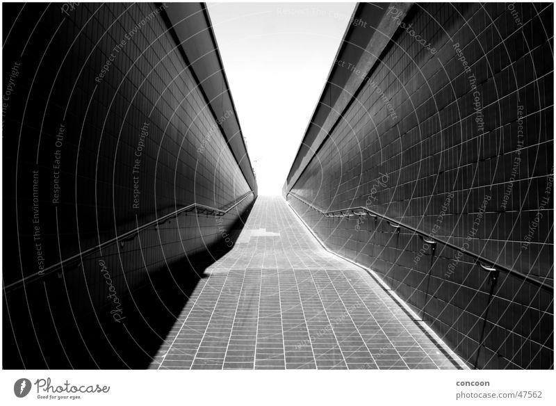 Dubai underpass weiß schwarz Straße Wärme Treppe Asphalt Physik heiß brennen Dubai Steigung Naher und Mittlerer Osten Unterführung glühend Vereinigte Arabische Emirate