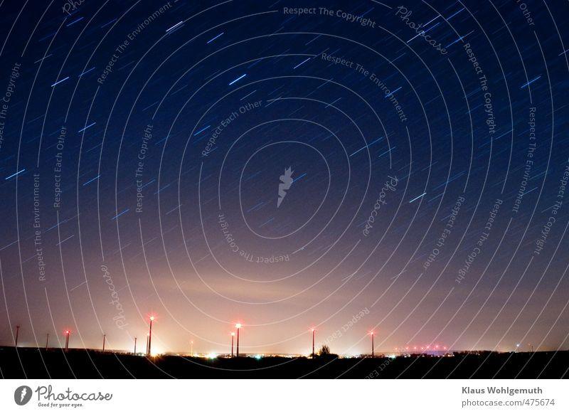 Lichter einer kleinen Stadt Ferne Winter Energiewirtschaft Windkraftanlage Erde Luft Himmel Wolkenloser Himmel Gewitterwolken Stern Feld Kleinstadt Menschenleer