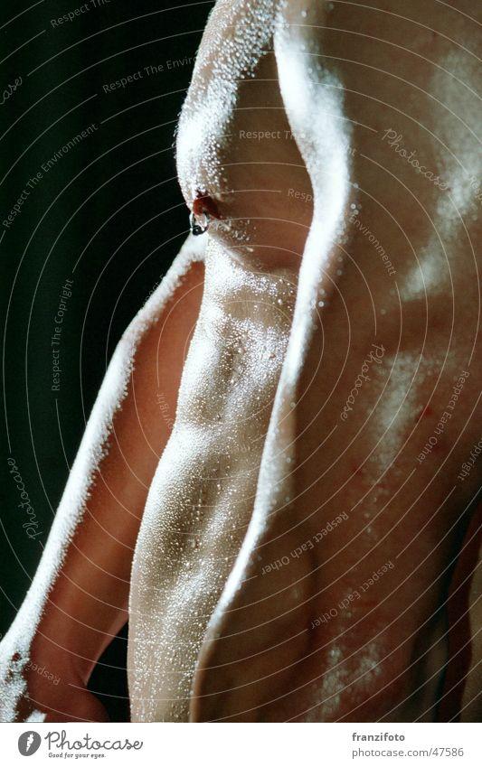 Waschbrett die Zweite Piercing Wassertropfen Licht Lichtspiel Brust Muskulatur Bauch Schatten