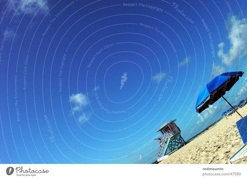 Miami Beach Amerika Strand Sonnenschirm Meer Erholung genießen Ferien & Urlaub & Reisen Urlaubsstimmung USA Sand Schwimmen & Baden blau Freude