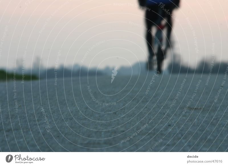 riding away Freude Freiheit Wege & Pfade Landschaft Fahrrad Zukunft Ende Vergangenheit Abschied Momentaufnahme Neuanfang