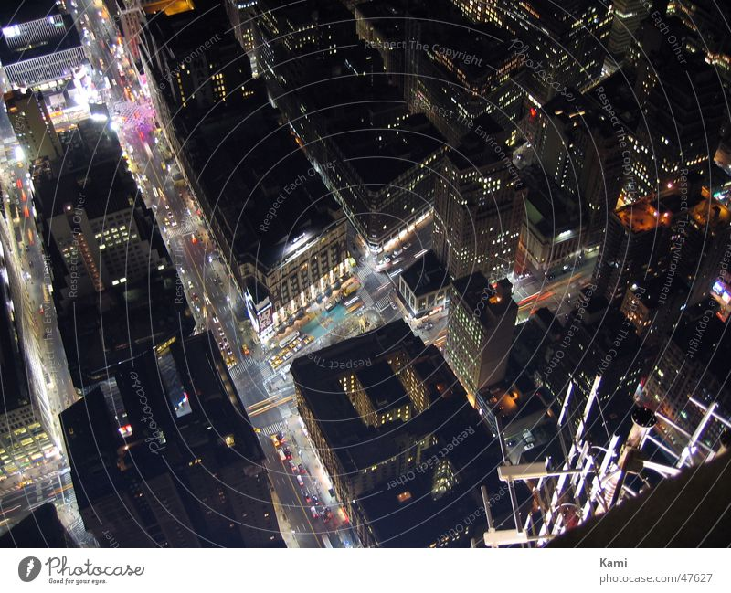 From Above Empire State Building New York City Nacht Licht Hochhaus Straße night light Mischung crossing