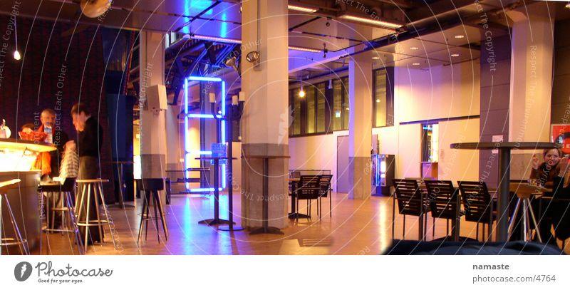 zkm bar Bar Karlsruhe Menschengruppe Kunst Kunsthandwerk Kultur gerede Licht Museum medienkunst Lagerhalle