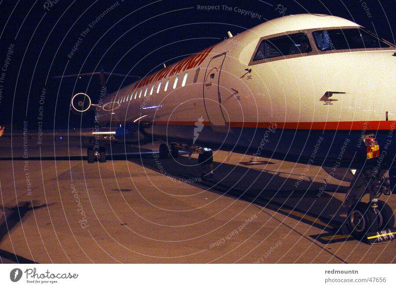 Ab in die Ferien Flugzeug Amerika Ferien & Urlaub & Reisen Nacht Luftverkehr flughafen. flugplatz Landebahn USA Bodenbelag