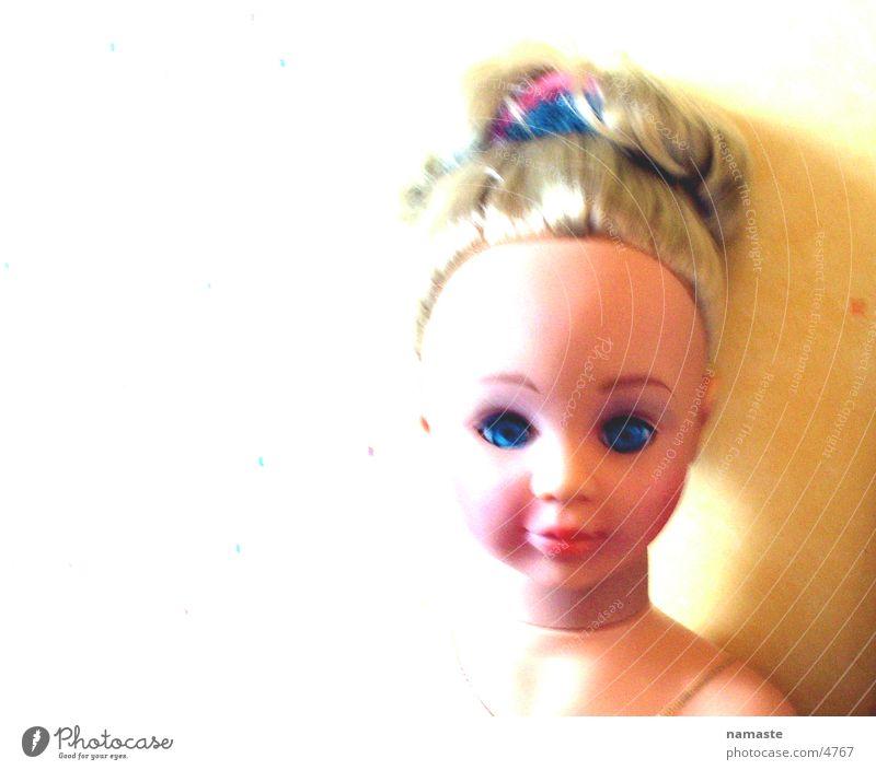 puppa Traurigkeit Angst blond Trauer gefährlich Spielzeug Puppe Panik kulleräugig