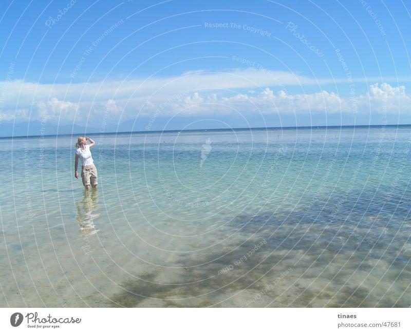 tina in der Karibik Frau Wasser Himmel Meer Sommer Strand Wolken Ferne Berge u. Gebirge Aussicht Kuba azurblau Honduras Utila Bandu Beach