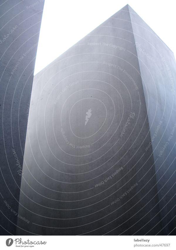 Stele Denkmal Quader Beton grau Außenaufnahme holokaustdenkmal Berlin