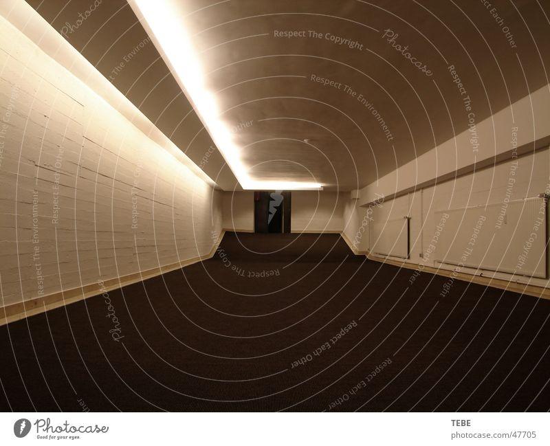 Der Durchgang Keller dunkel Katakomben eng Ausgang Innenaufnahme Freiheit Architektur