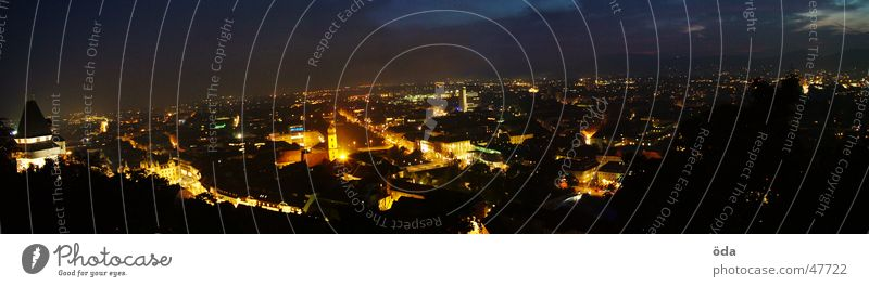 Graz @ night Stadt dunkel Beleuchtung groß Aussicht Panorama (Bildformat) Uhrenturm