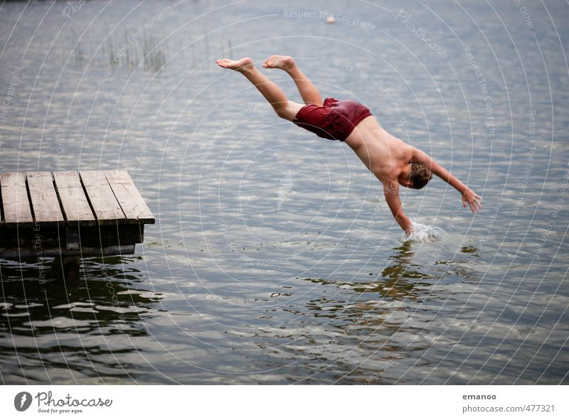 Griff in den See Mensch Jugendliche Ferien & Urlaub & Reisen Wasser Sommer Freude Strand kalt Junge Freiheit Schwimmen & Baden Stil springen Körper maskulin