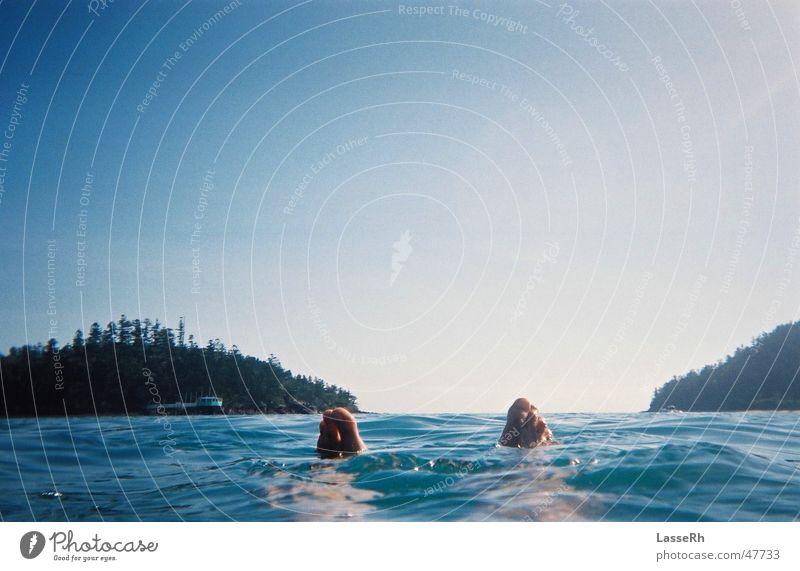 Floating around Australien Im Wasser treiben swim sea foot feet Fuß water Zufriedenheit frei Freiheit freedom floating Schwimmen & Baden