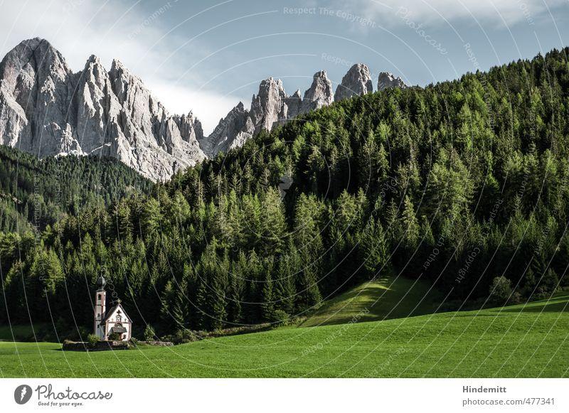 Ein Kirchlein steht im Walde ... (3) Himmel Ferien & Urlaub & Reisen blau grün Sommer Baum Wolken Berge u. Gebirge Wiese Gras Gebäude grau klein Stein Felsen