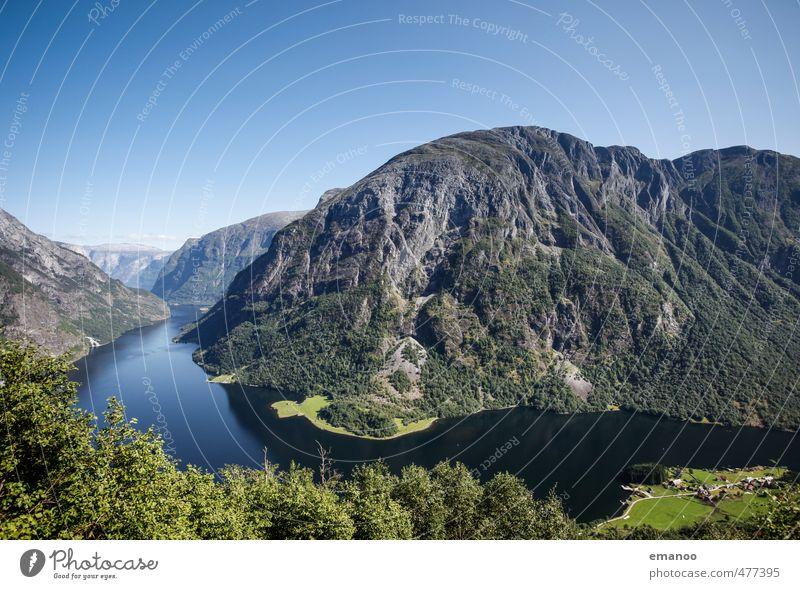 narrow Naeroyfjord Himmel Natur Ferien & Urlaub & Reisen blau schön Sommer Landschaft Berge u. Gebirge Küste Freiheit Felsen Wetter Klima Tourismus wandern hoch