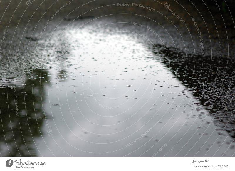 raindrops keep falling... nass Reflexion & Spiegelung Luftblase Wolken Regen wet reflection bubbles clouds