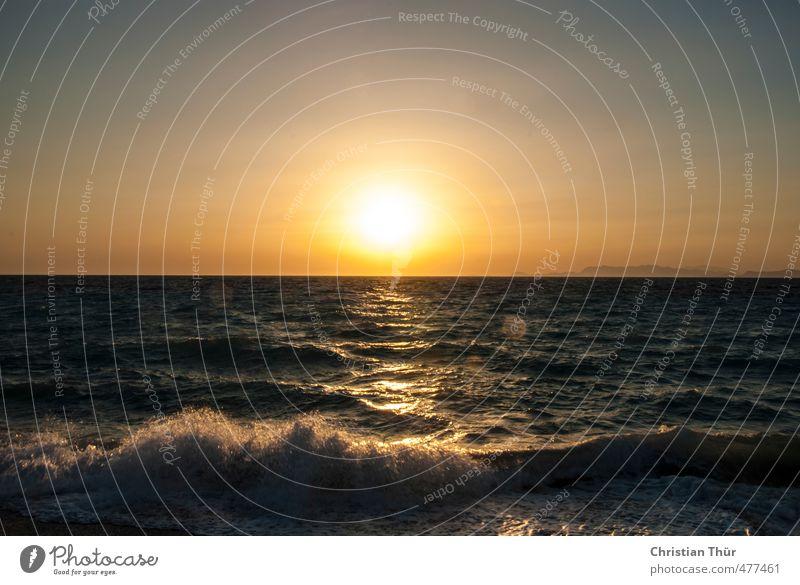 Sonnenuntergang in Griechenland Himmel Natur blau schön Wasser Sommer Meer ruhig Strand gelb Gefühle Küste träumen Stimmung Wellen Zufriedenheit