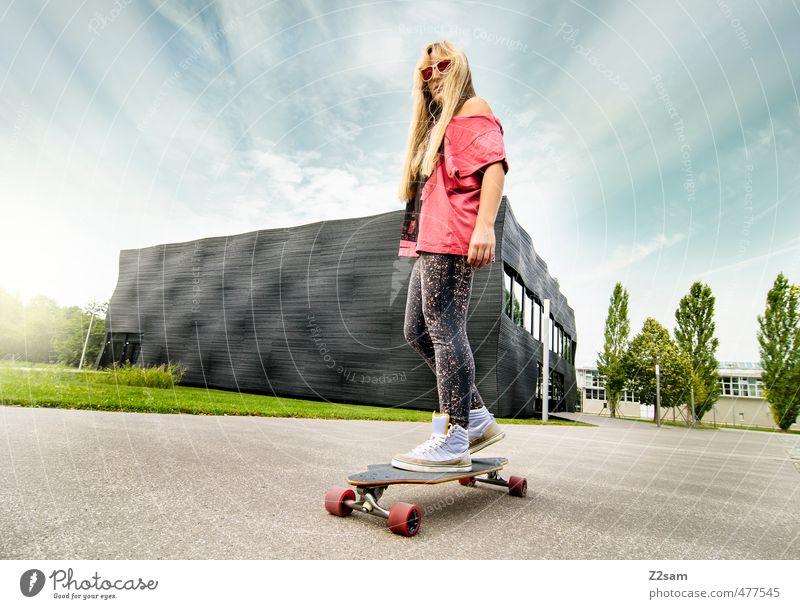 Cruising Himmel Jugendliche Stadt Sommer Junge Frau Erwachsene 18-30 Jahre feminin Sport Gebäude Stil Freizeit & Hobby blond Lifestyle Schönes Wetter Coolness
