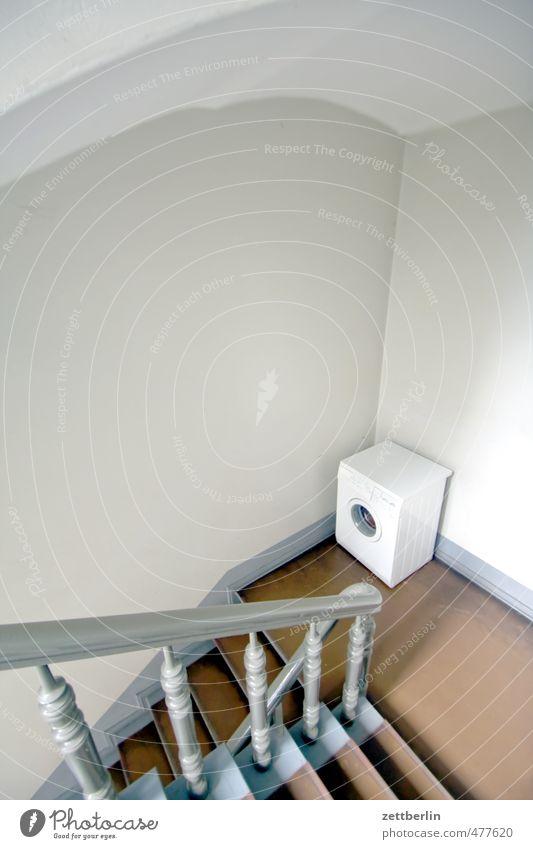 Bestellt und nicht abgeholt Häusliches Leben Wohnung Haus Mauer Wand Treppe warten Verlässlichkeit Pünktlichkeit gewissenhaft geduldig ruhig Sehnsucht Heimweh