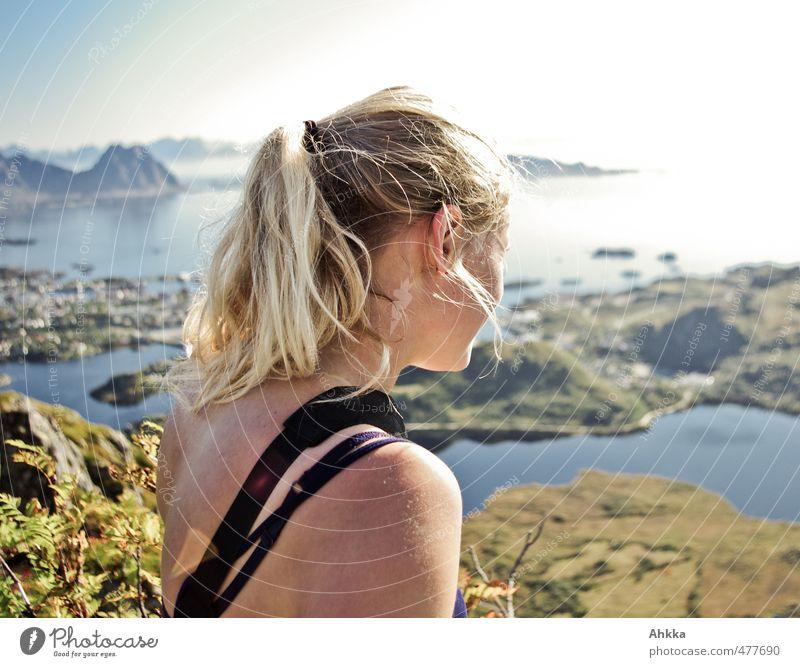 Lofoten V Mensch Natur Ferien & Urlaub & Reisen Landschaft Ferne Berge u. Gebirge Gefühle feminin Freiheit Kopf groß Rücken authentisch wandern Ausflug beobachten