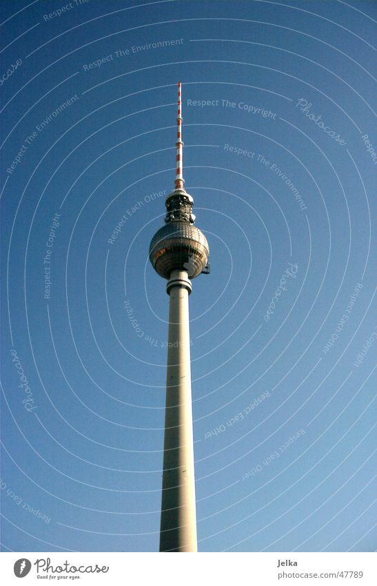 Berliner Fernsehturm Turm hoch towers fernsehruerme television tower television towers Farbfoto