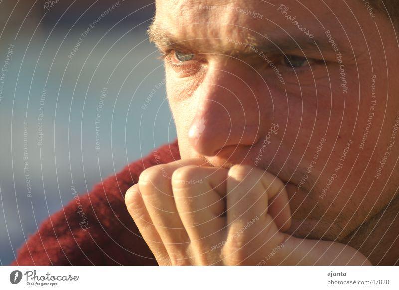 nachdenk Mann rot Gesicht Denken blond maskulin