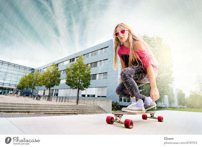 Bretter, die die Welt bedeuten! Lifestyle Stil Sport Skateboarding Longboard feminin Junge Frau Jugendliche 1 Mensch 18-30 Jahre Erwachsene Landschaft Himmel