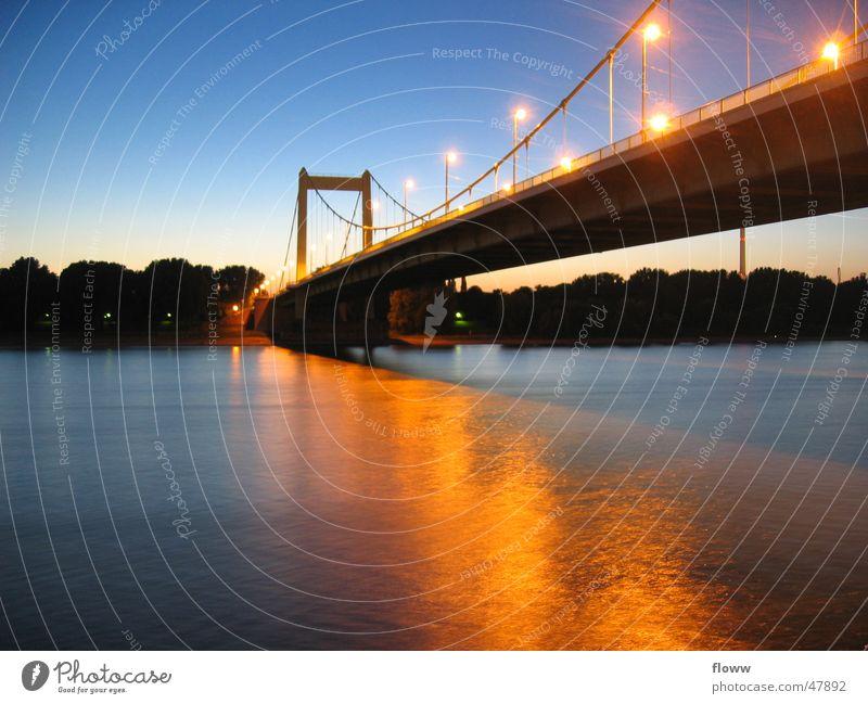 Mühlheimer Brücke Köln Dämmerung Licht Langzeitbelichtung Zoobrücke Abend reflektion Rhein