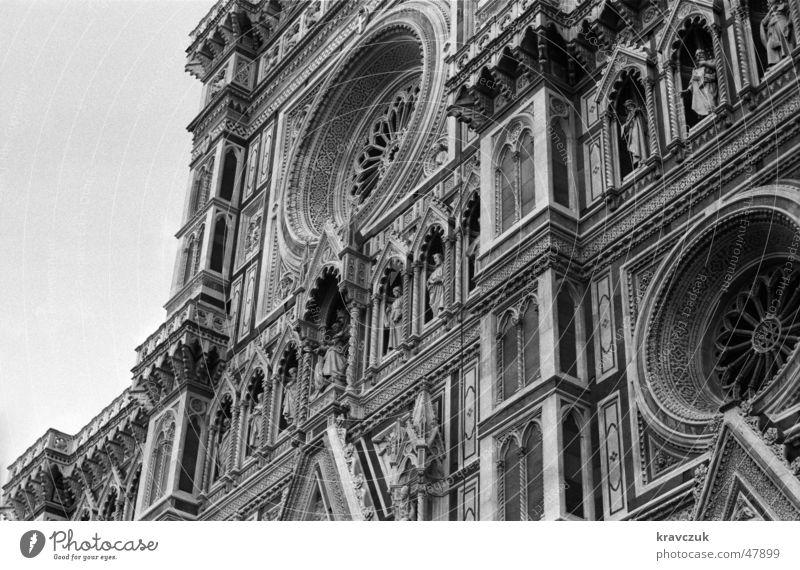 Al Duomo Toskana Italien historisch Froschperspektive Renaissance Dom dom santa maria del fiore florenz firenze Schwarzweißfoto Detailaufnahme