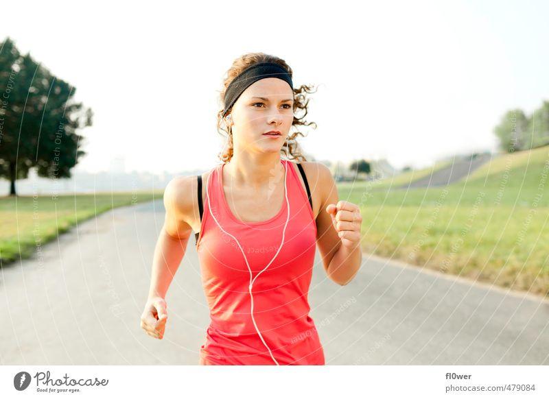 Just Run. Four. Sport feminin Junge Frau Jugendliche 1 Mensch 13-18 Jahre Kind 18-30 Jahre Erwachsene Natur Wiese Straße Wege & Pfade laufen rennen Coolness