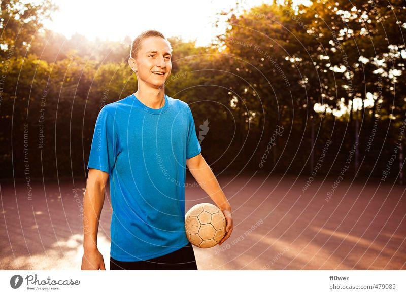 Just Play. Two. Sport Ballsport Sportler Torwart Fußball Fußballplatz maskulin Junger Mann Jugendliche 1 Mensch 8-13 Jahre Kind Kindheit 13-18 Jahre Natur