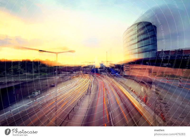 curves Stadt Haus Wand Straße Mauer Lampe PKW Fassade Verkehr Hochhaus Brücke fahren rennen Eile Verkehrswege Autobahn