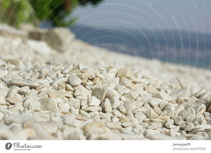 Kieselstrand Kieselsteine Sommer Sonne Erholung Kroatien beige Sonnenbad Steinstrand liegen Ferien & Urlaub & Reisen hellbraun Meer ruhen Freizeit & Hobby