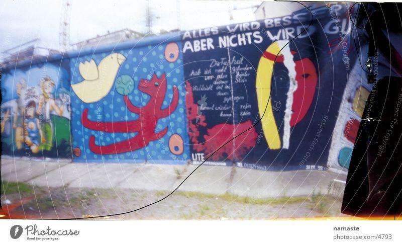 berliner mauer Graffiti Berlin Mauer Kunst Denkmal Wahrzeichen Redewendung Relief Symbole & Metaphern
