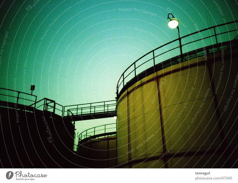 Wiener Impressionen Tank Cross Processing Laterne Industriefotografie Brücke