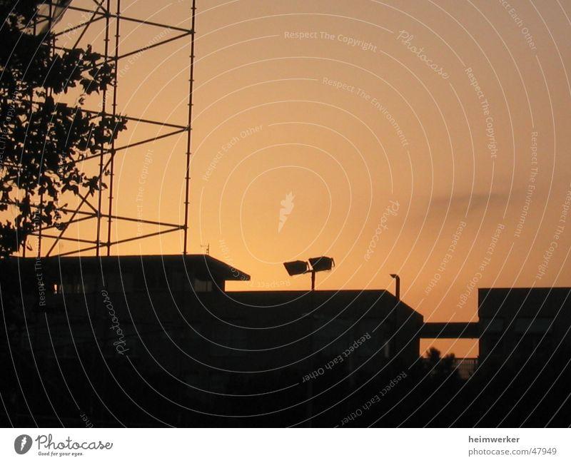 Irgendwo in Barcelona Sonnenuntergang Gegenlicht Abenddämmerung Physik Belichtung Strommast Wärme