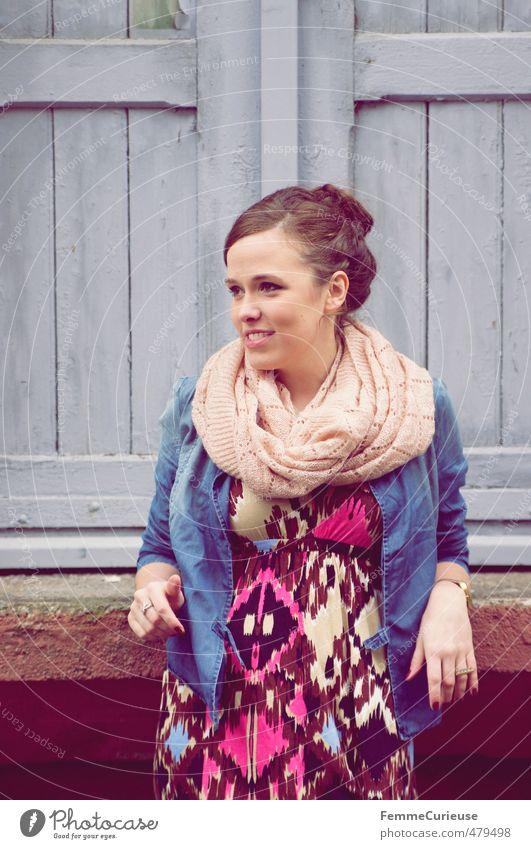 Autumnal Woman (V). Mensch Frau Jugendliche schön Junge Frau Erwachsene 18-30 Jahre feminin Herbst lachen Stil Mode Freizeit & Hobby offen Lifestyle Kleid