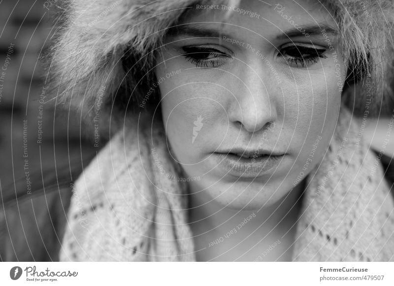Mysterious Woman (I). Mensch Frau Jugendliche schön Stadt Junge Frau Winter Gesicht Erwachsene 18-30 Jahre kalt Wärme feminin Herbst Denken Kopf