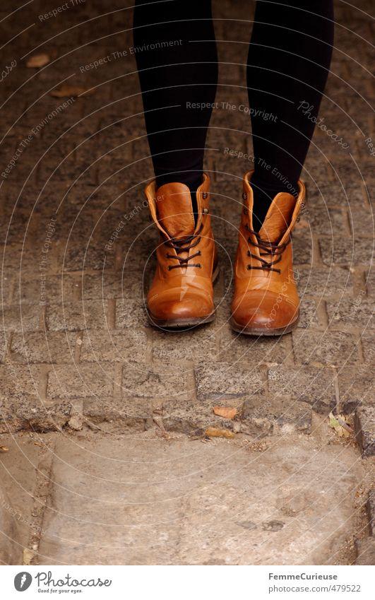 Autumnal Boots. Mensch Frau Kind Jugendliche Junge Frau schwarz Erwachsene 18-30 Jahre Wärme feminin Stil Stein Beine Fuß Mode braun