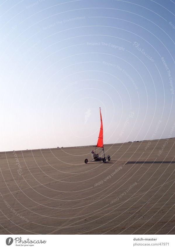 Freiheit Strand Stimmung Sommer rot Schattenspiel Skandinavien Segeln Ferne Sand Wind Nordsee Ostsee Freude Sonne blau Himmel Dänemark fliegen frei
