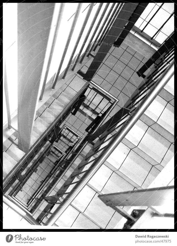 runterGucker Traurigkeit Treppe unten Abstieg