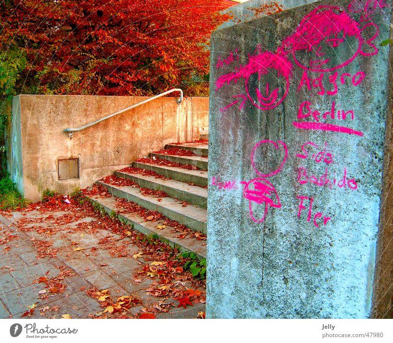 aggro Baum Blatt rot gemalt Asphalt Treppe Geländer streichen Graffiti
