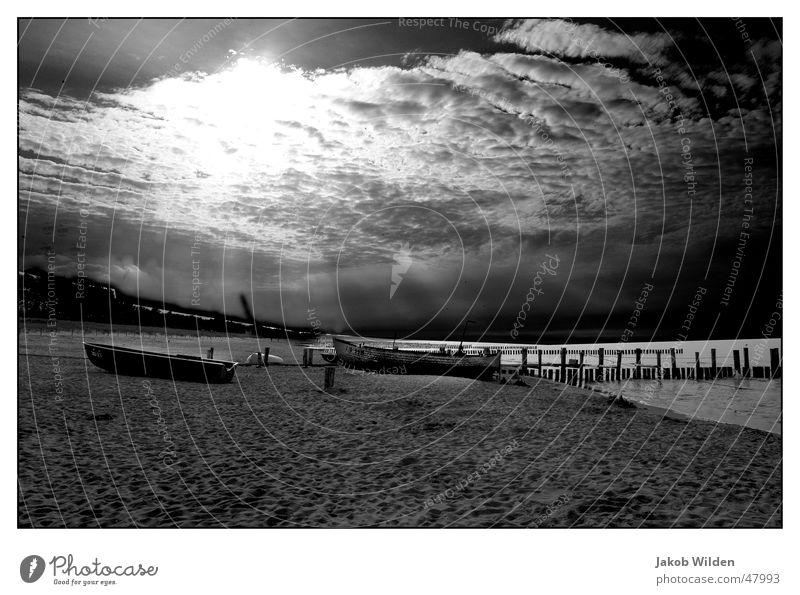 Zingster Strand ruhig Unendlichkeit Ferien & Urlaub & Reisen Meer See Wolken besinnlich Außenaufnahme Himmel Ferne Sand Sonne sonnestrahlen