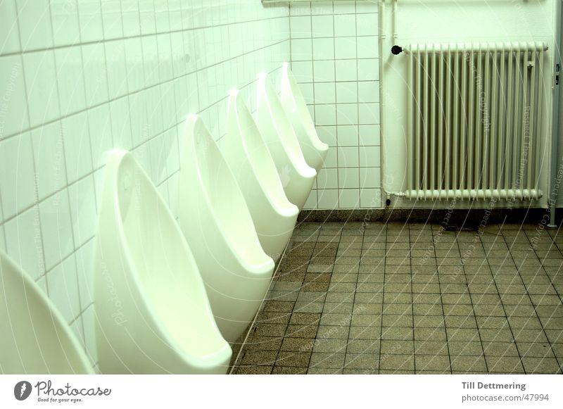 Physikerklo Pissoir Mann defäkieren Neonlicht Darmstadt Toilette Heizkörper Fliesen u. Kacheln Studium
