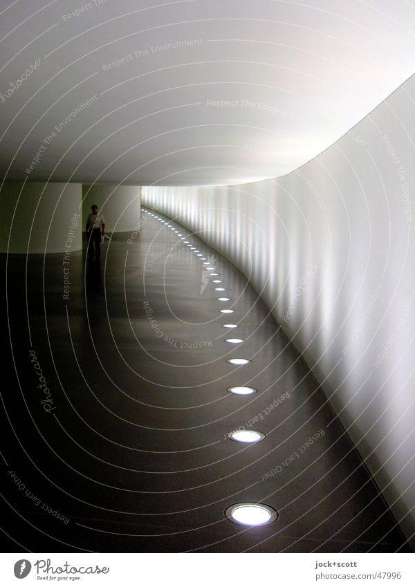 Spreegang Berlin-Mitte Tunnel Beton Streifen leuchten fest lang unten grau Stimmung Sicherheit Verschwiegenheit ruhig Politik & Staat Symmetrie Wege & Pfade