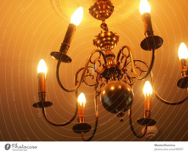 Kronleuchter Lampe oben Beleuchtung Metall Lifestyle Elektrizität Kerze rund Häusliches Leben Innenarchitektur Möbel hängen Decke Stab krumm