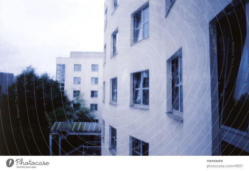 hinterm hotel in berlin Berlin Regen Architektur Fassade Hotel Hotelfenster