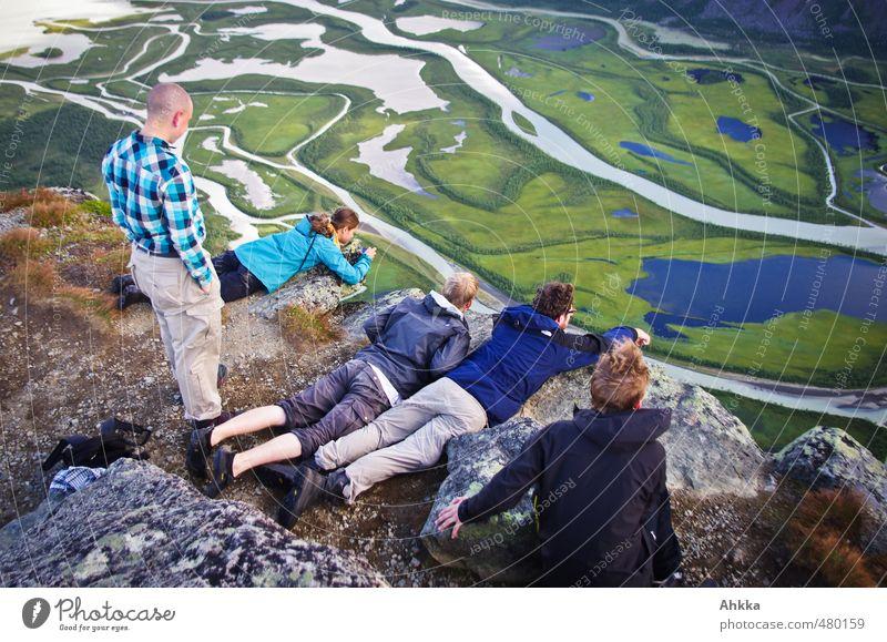 Tiefe II Mensch Natur Ferien & Urlaub & Reisen Landschaft Ferne Berge u. Gebirge Gefühle Freiheit Tourismus wandern Perspektive Ausflug lernen Abenteuer